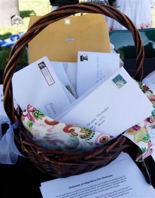 listy z rezygnacjami zostały zebrane do koszyka, który przekazano do głównej siedziby